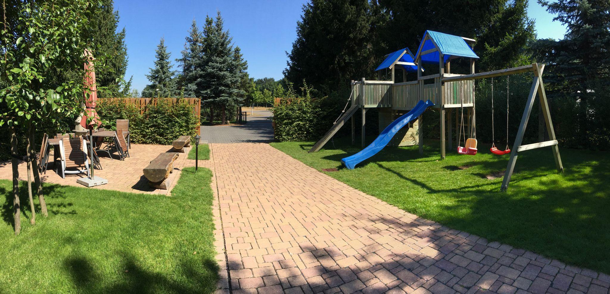 Pflasterarbeiten und Anlegen von Grünflächen